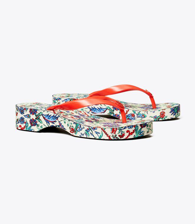 حذاء فليب فلوب بمطبوعات وكعب ويدج منقوش